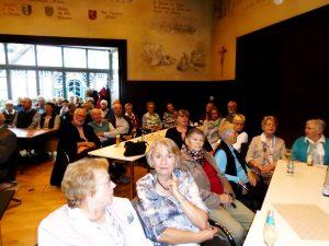 Interressierte Zuhörer im Ratssaal